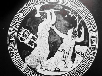 Klytaemnestra tötet Kassandra vor dem Altar - Griechische Vasenmalerei