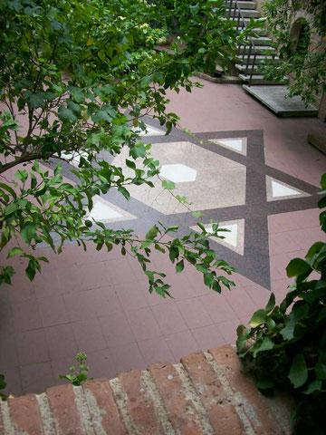 Blick in den Innenhof des Museums der jüdischen Geschichte in Girona