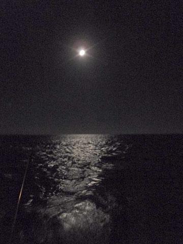 la pleine lune nous accompagne