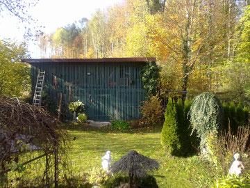 Neue Außenanlage Volkertshausen. Die Volieren im Innenbereich sind bereits fertiggestellt, Außenvolieren werden demnächst hinter dem Schopf zum Wald hin gebaut. Bilder folgen in Kürze