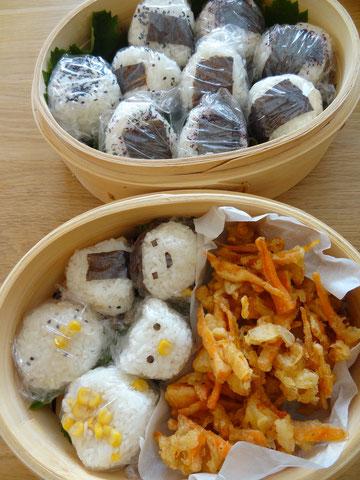 Bento avec onigiris ( boulettes de riz )
