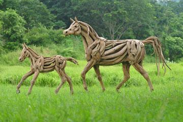 """""""Araber Hengst laufende Pose, auf Edelstahlrahmen"""" Driftwood Art Horse von Abdul Ghofur"""