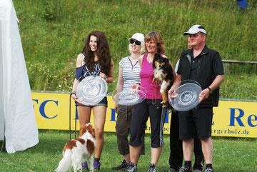 Die Cup-Sieger v.l.: Tina Wimberger, Richterin Daniela Donnerbauer, Mina Piske und Kurt Holfelder  Foto: Rosenlehner