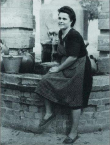 En la fuente de la plazuela (1948)