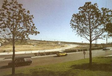 Entrada de Alcorcón por San José de Valderas años 80. Al fondo el polideportivo la Canaleja