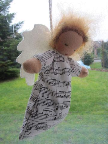 """Dieses Engelchen durfte """"mitfliegen"""" und wird an eine Mama zu Weihnachten verschenkt"""