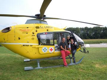 Marini und Wandini beim Öamtc Hubschrauber in Suben und Captain Johannes