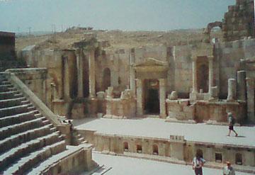 das antike Theater von Jerash, in dem heute noch gespielt wird