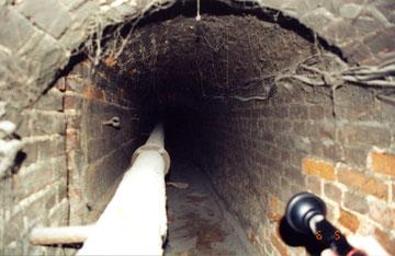 подвальная часть замка.  Фото 2001 г.