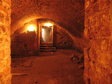 замковые подвалы
