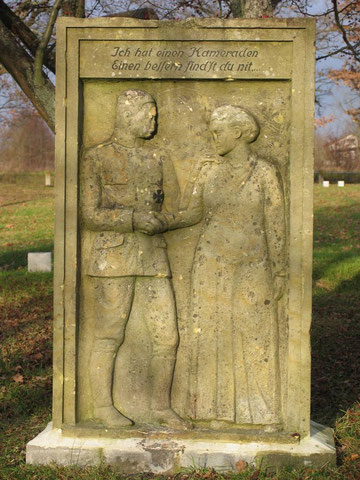 Немецко - русское кладбище 1 и 2 мировой войны. Старое надгробие.