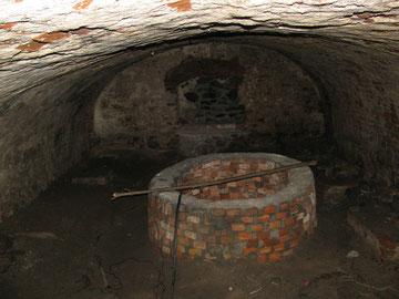 замковый колодец в подвале.