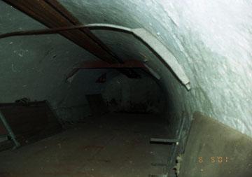 часть подвала замка. Фото 2001 г