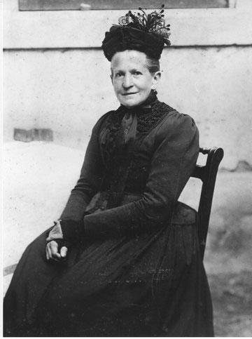 Auch sie war eine Hebamme: Maria Anna Beck-Schmid (1850-1931), Foto: J.W.Ochs, Basel, um 1912