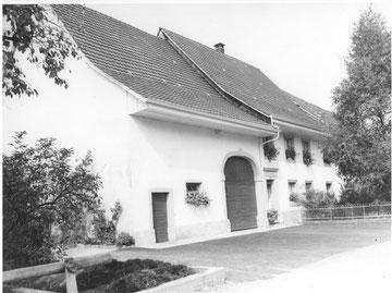 Das gleiche Haus - rund 60 Jahre später. (Aber der Miststock ist noch immer in Betrieb ...)
