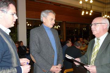 Übergabe der Unterschriften an Bürgermeister Hans Klug