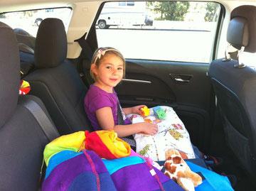 Lina beim Autofahren
