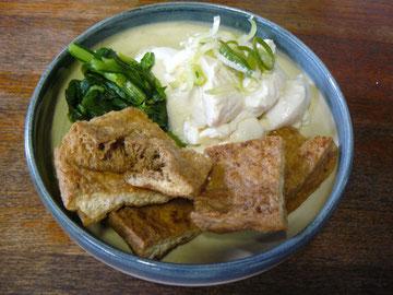 揚げと豆腐と小松菜,辛子醤油で。