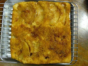 毎年のりんごの「スクウェアケーキ」