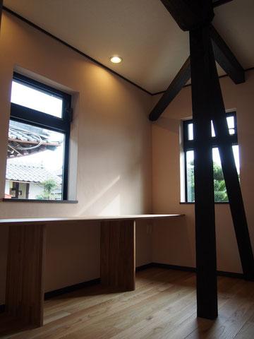 玄関脇の書斎
