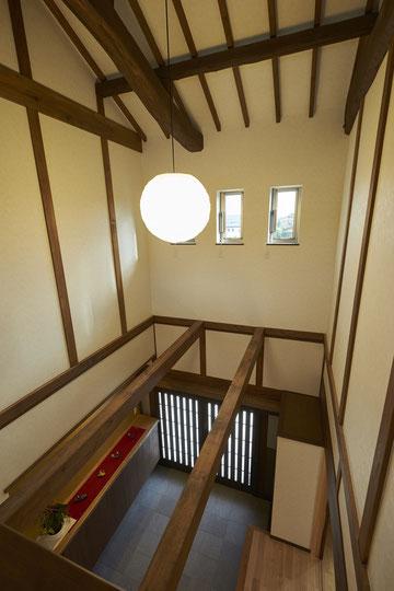 二階から覗いた玄関