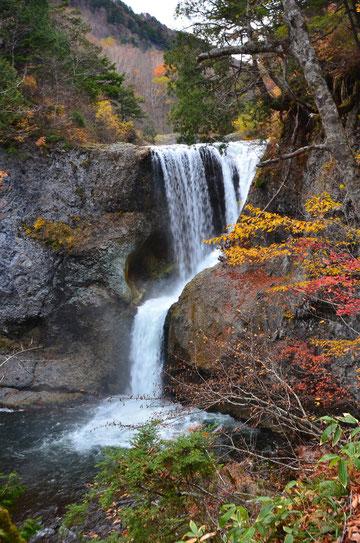 長野県山ノ内町・大滝 23,10,22