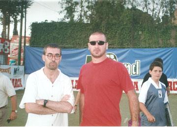 Cap de comunicació de la Superbowl de futbol sala.  Aconsegueix el suport d'Eric Cantona (foto)