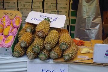 パイナップルのいい香りがします。パイナップルの缶詰を注意して良く見ると、タイ国産がとても多くビックリ。シェアが大きいのもうなずける、納得のクオリティです。