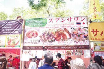 タイ人の店員さんもいっぱいいました、ガイヤーン(タイ風の焼き鳥)食べたいです。