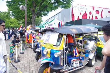 何ということでしょう。日本の皆さんも興味津々。TUKTUKの販売を行っていました。どうやら、日本の道路交通法もパスしてるらしいです。あぁ、欲しい。