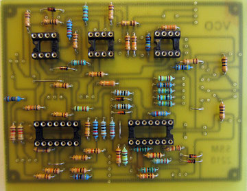 Puis les supports de CI. Prennez des supports de précision qui sont de bien meilleure qualité... Ce circuit le vaut bien!