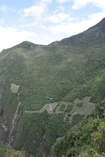 Le site de Choquequirao, nous ne visiterons que la partie qu'on  devine en haut