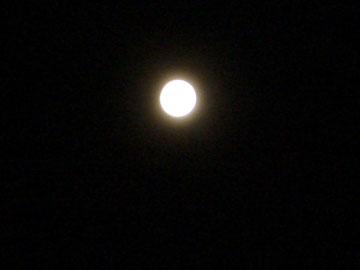 月は満ち 欠けていく