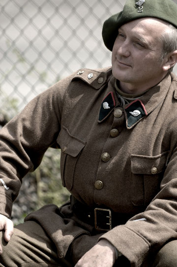 Ce soldat du 2è Régiment de Chasseurs ardennais (de Bastogne en 1940 / Belgique) ne sait pas encore que son destin sera scellé peu après le 14 mai, comme celui de bien des soldats français venus à son secours...