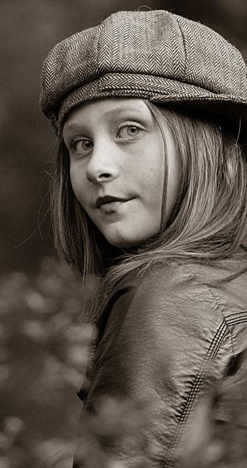 Emily mit Mütze