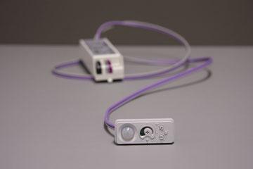 Sensor + controller waarbij de sensor in het verlichtingstoestel wordt geïntegreerd en 1 of meerdere toestellen kan aansturen
