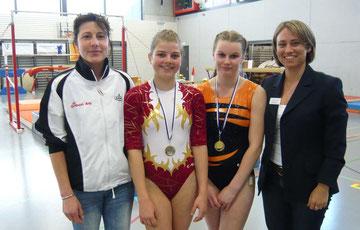 von li n re: Sarah Frei Trainerin, Laura Wechsler Open, Valerie Frei P6, Roswitha Körner Kampfrichterin