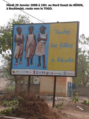Bonne mesure prise par les gouvernements au Bénin et au Togo. L' école est gratuite pour les filles. 351 KO.