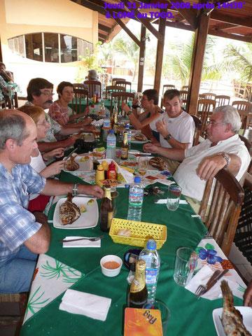Restaurant sur la plage de Lomé, à midi jeudi 31Janvier.455KO.