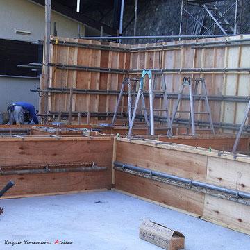 9月27日配筋が完了しました、型枠を室内側からも施工していきます