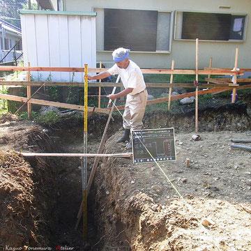 崖地の下の端から30度ライン以下まで基礎を掘る事が仕様となっています.