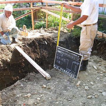 深基礎掘削の確認写真を撮ります.