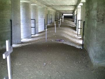 Der überdachte Bajonettgraben