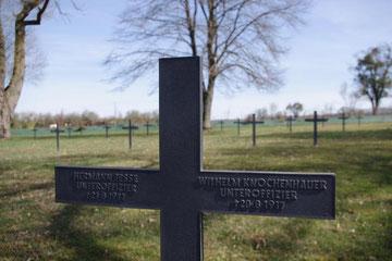Hermann Jesse † 21.8.17 + Wilhelm Knochenhauer † 20.8.17  - beides Unteroffiziere
