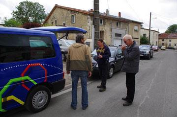 Tilly-sur-Meuse - Marcus Massing und Karle Mönch mit Toningenieur am SR-Bus