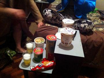 カップラーメンとお菓子