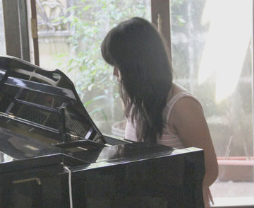 piano lesson in bali