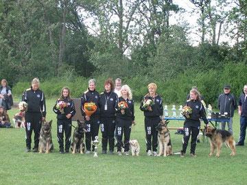 Die Agility-Mannschaft mit Cordula Hermann und Silke Breitinger bei der Ehrung am 19.06.2011 bei der OG Ulm/Neu-Ulm