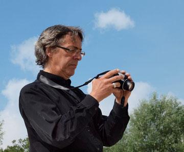 Andreas Braun prüft seine Aufnahmen vor Ort - Foto R.Helmholtz
