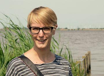 Anna Badur am Elbstrand (Foto: R.Helmholtz)
